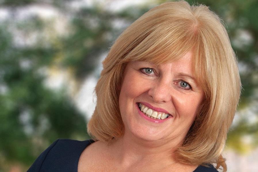 Nicola Lowe Managing Partner, Solicitor in Wimborne, Wills, Probate, Conveyancing, Solicitors in Dorset, Wimborne Free Legal Advice Clinic
